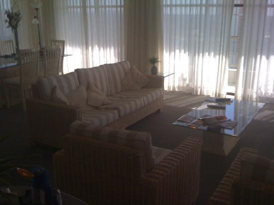 ULTIQA Beach Haven on Broadbeach: Lounge Apartment 22D really spacious