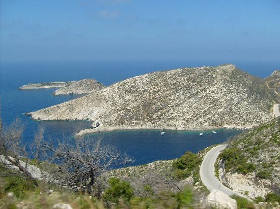 Bitzaro Grande Hotel: drive down to porto vromi