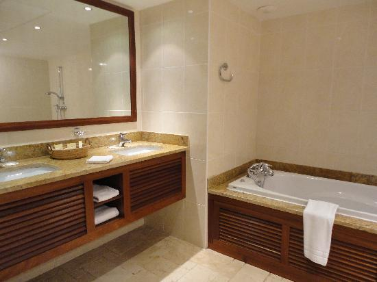 Le Saint Alexis Hotel & Spa: junior suite bathroom