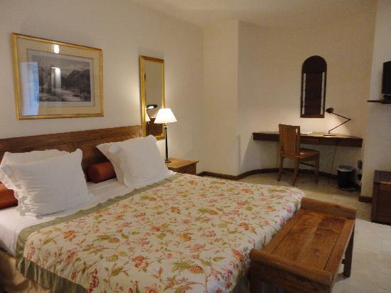 Le Saint Alexis Hotel & Spa: junior suite bed