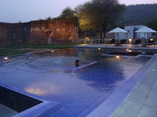 Lebua Lodge at Amer: Pool in evening
