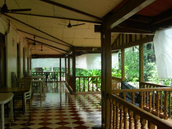 Hotel Woodlands Matheran: verrandah