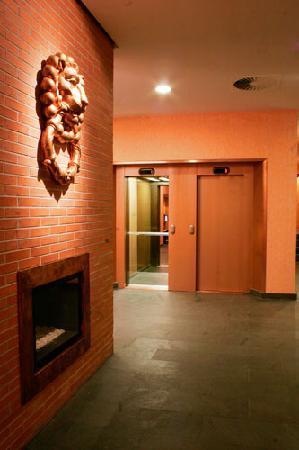 Posadas de Espana Paterna: Hall central