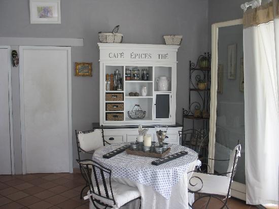 Le Mas d'Helene: salle à manger