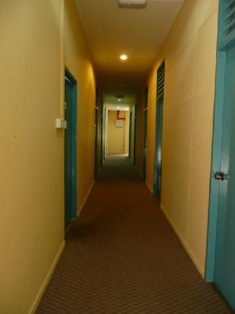Aristo Kinabalu Resort @ Kundasang: Hotel corridor