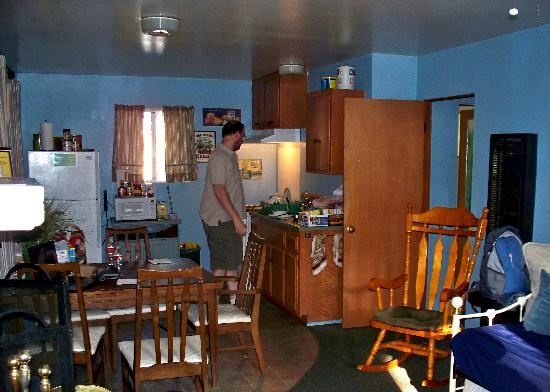 Sleepy Hollow Cabins and Hotel : Roomy and nice kitchen.