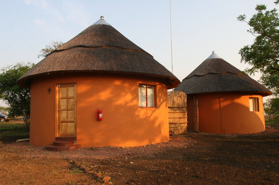 Lituba Lodge: Thatched Rondavels