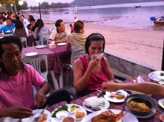 Palai Seafood: you sit direct at the beach