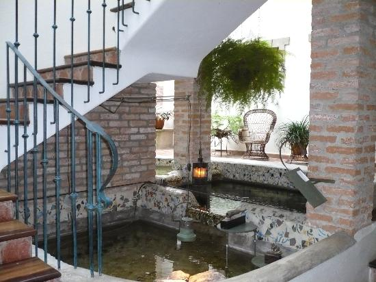 Posada Casa Sol: Central courtyard and pools with goldfish and terrapins