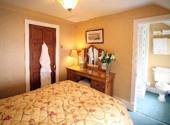 Dinbren Hall Cottage: new 1st floor bed 2