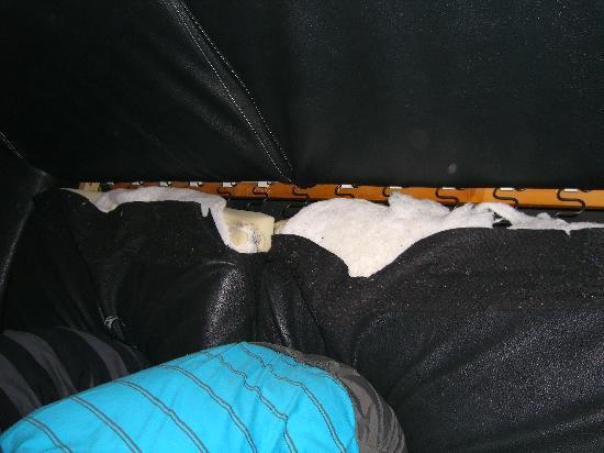 Macot-la-Plagne, France: Broken sofa