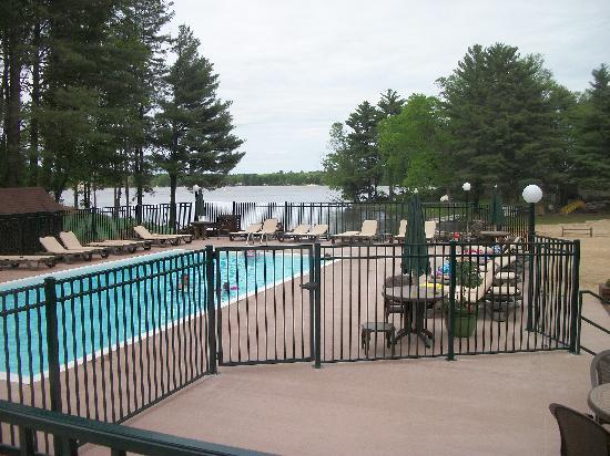 Baker's Sunset Bay Resort : Pool