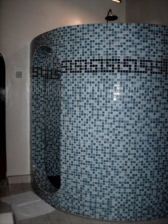 Fajara, Gambia: Large Circular shower, amongst many other features!