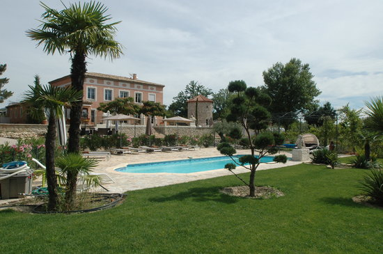 Le Moulin des forges : General view From the pool
