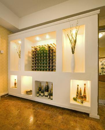 Bay Majestic Bournemouth Hotel: Bay Majestic Bournemouth Wine Display