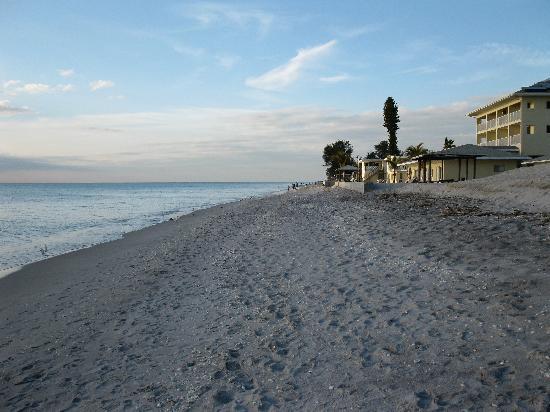 Weston's WannaB Inn: The beautiful beach
