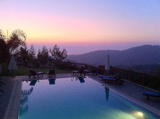 Paradisos Hills: The pool overlooking the hills in the evening.