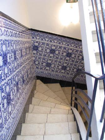 Hotel Restaurant La Fregate: beautiful tile work in the stairwell