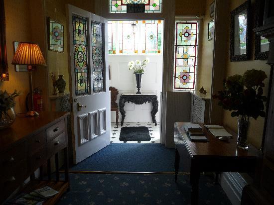 Westbury Park Guest House: Entrance Hall W Pk