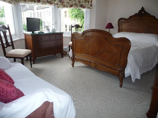 Westbury Park Guest House: I love this bed Rm 6