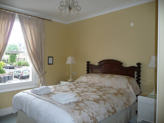 Westbury Park Guest House: Cool and calming Rm 1