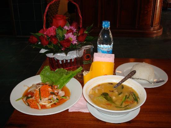 Budchadhakham Hotel: lunch