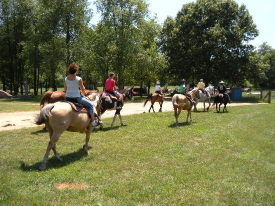 Hanover, MI: Horseback riding too!