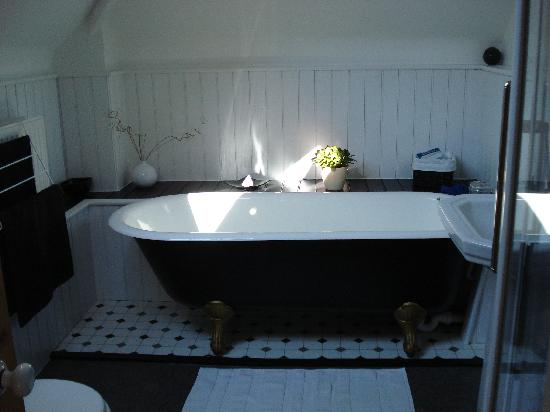 The Hyde Granary: The Granary Suite, bathroom