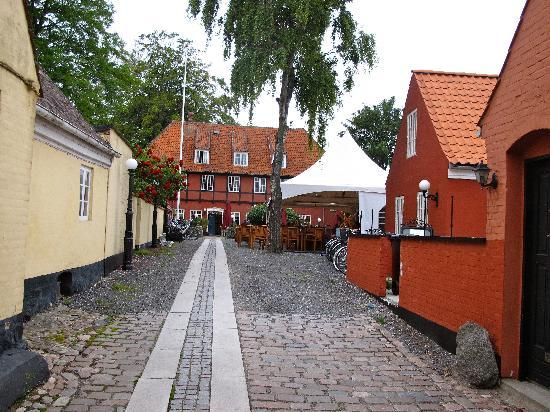 Ærøskøbing, Danmark: Lane to the Hotel at the far end