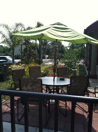 Best Western Plus Bradenton Gateway Hotel: by the pool