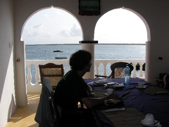 Shela Bahari Guest House: espace commun au 1er étage, avec vue mer