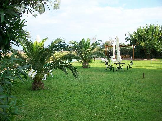 Davoli, Италия: bel giardino per godere dei mometi di relax
