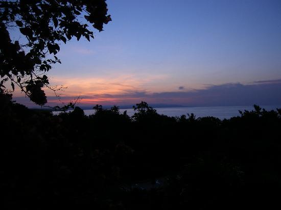 อามาเรลา รีสอร์ท: Amarela's at dawn