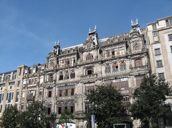 Porto, Portugal: edifici nella avenida dos aliados