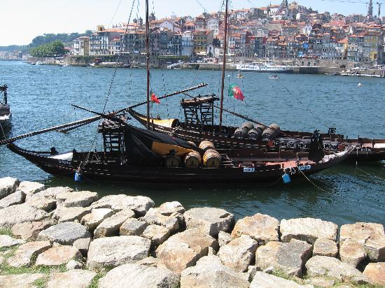 Porto, Portugal: tipica imbarcazione