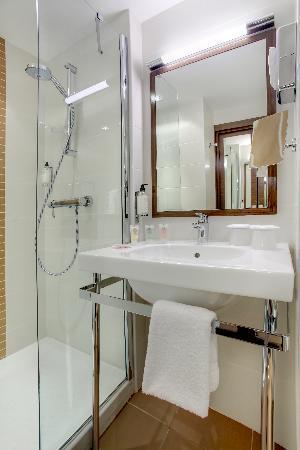 Best Western La Joliette : Salle de bain chambre confort