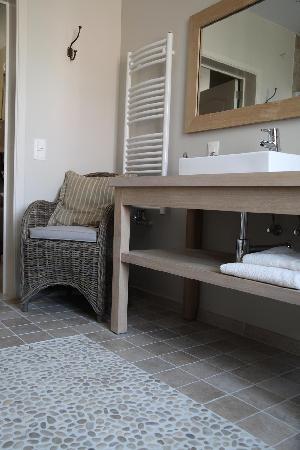 Noduwez, بلجيكا: Salle de bains La Cinq