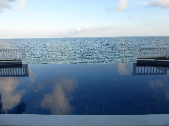 Big Corn Island, นิการากัว: Infinity Pool overlooking ocean