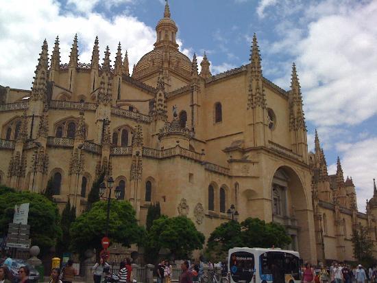 Puerta del Sol Apartments: Toledo (45 min) from MAdrid