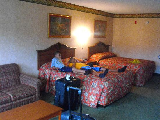 Park Tower Inn: Kids love the big bed
