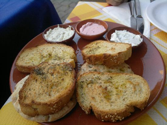 Mama Sofia's: un po di pane con salsine buonissime