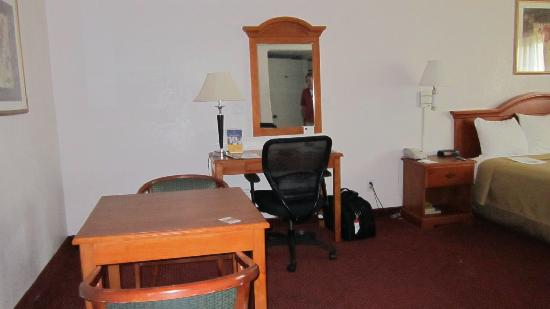 BEST WESTERN Chula Vista Inn: Table & Desk