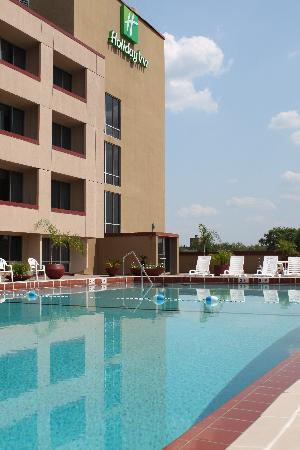 Holiday Inn Gainesville University Center: 3rd floor pool deck with view of the UF campus