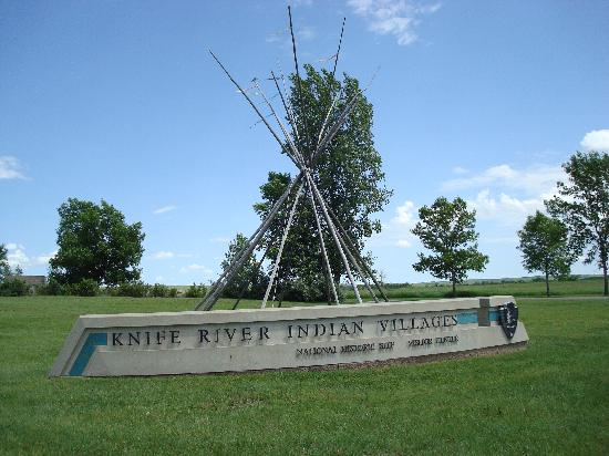 North Dakota: Sign by Visitor Center