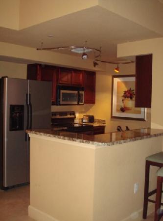 Lake Eve Resort: Kitchen, poorly lit