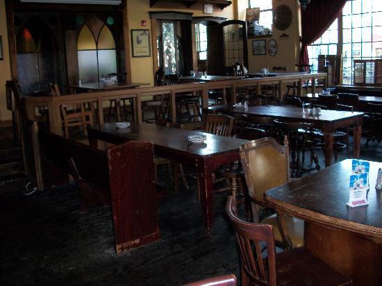 Ballydoyle Irish Pub & Restaurant: Larger Room