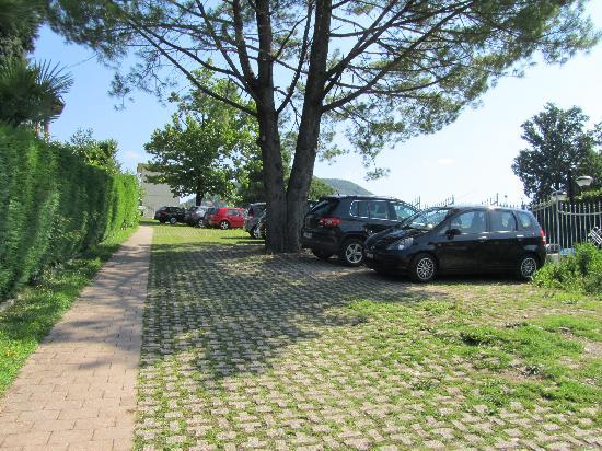 Hotel La Bussola: parcheggio