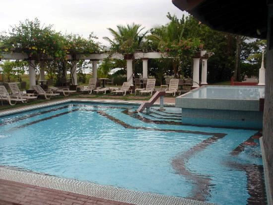 Hotel Las Olas Beach Resort: One of the Pools.