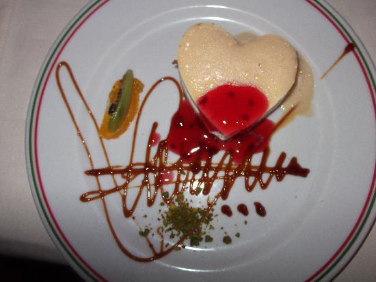 Concorde De Luxe Resort: Italian dessert