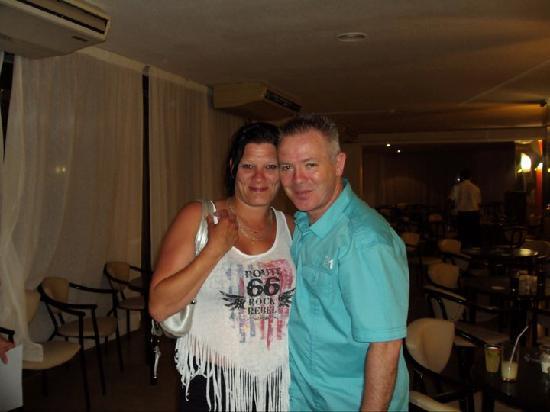 Sandos El Greco Beach Hotel: My mum with barry the DJ